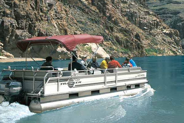 Pontoon Boat ride to enjoy the Colorado River